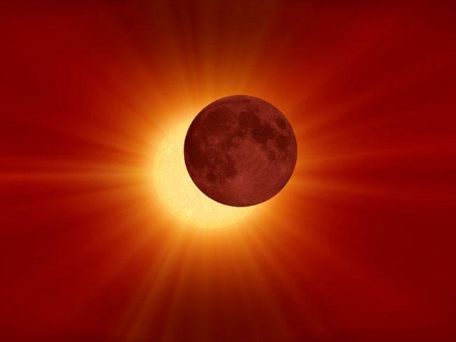 3-Έκλειψη-Ηλίου-στον-Σκορπιό-–-Από-ποιο-κουκούλι-βγαίνεις_