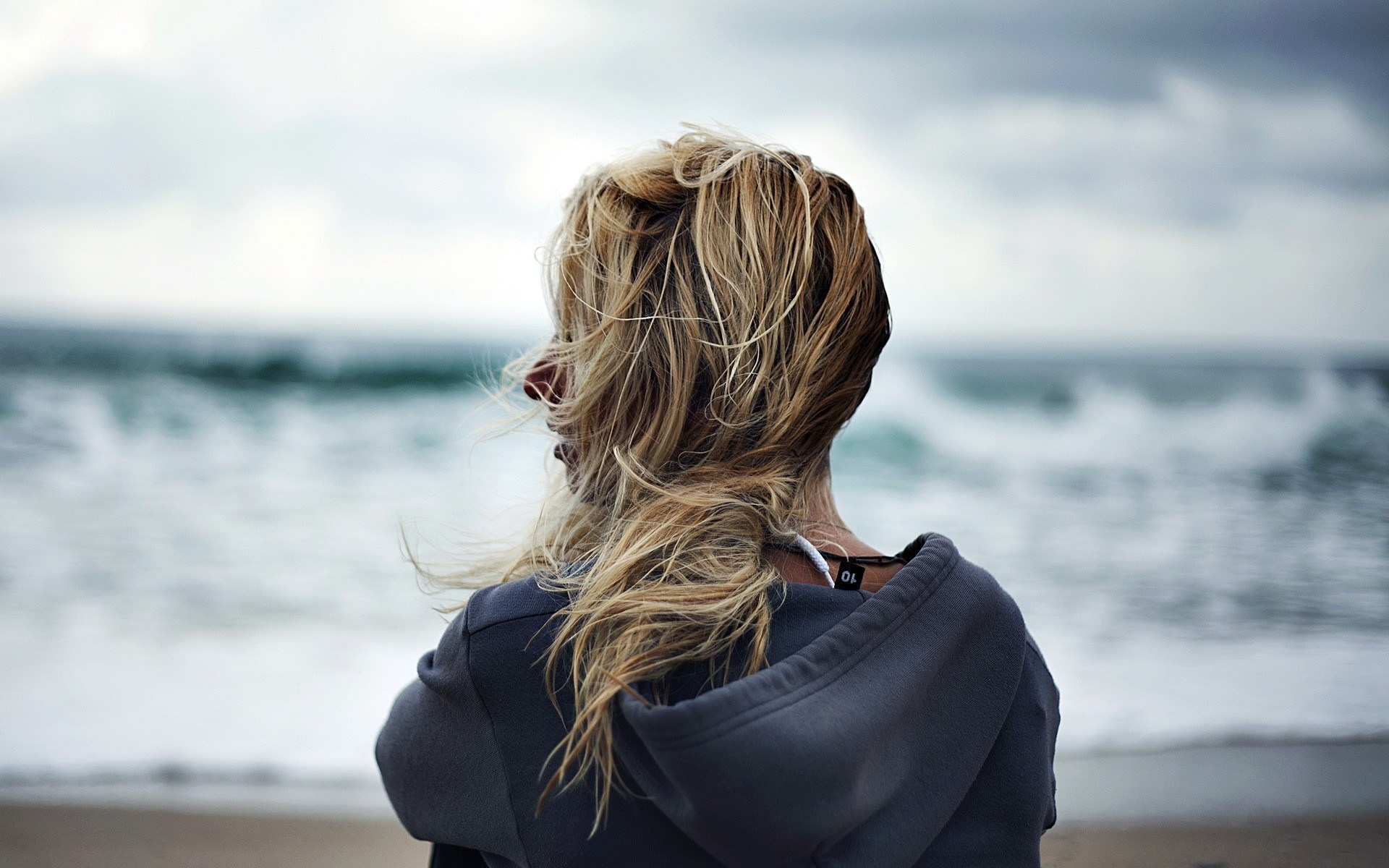 6948345-blonde-girl-mood-beach
